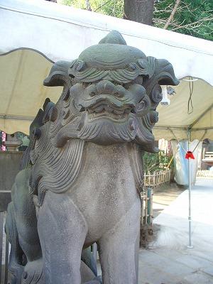 王子稲荷神社エヴァ狛犬