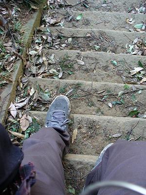 小さすぎる階段